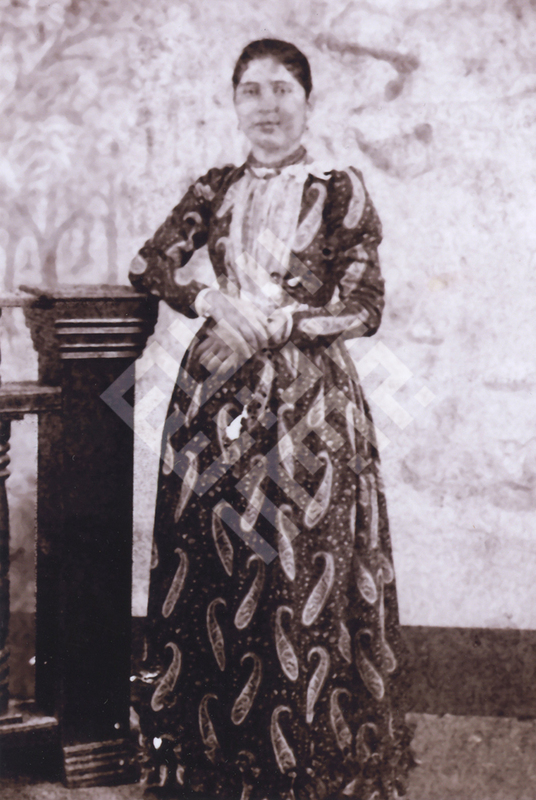 Raja_Khalifah_Gmother2_wm.jpg