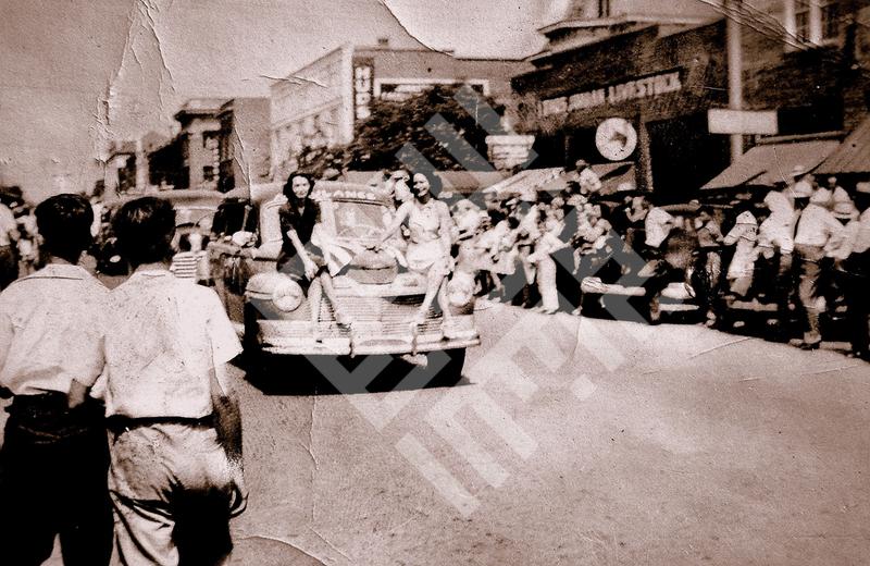 Carter Rabil_1945-FARMERSDAYPARADE,ED'S CAFE,SMITHFIELD,NC_wm.jpg