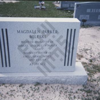 Findelin_gravestone photographs_Magdalen Mileski_wm.jpg