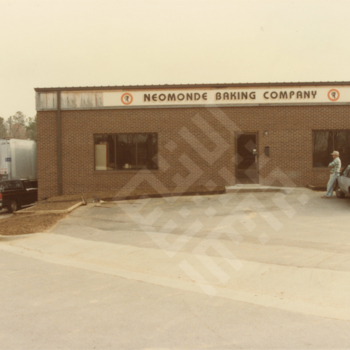 saleh_neomonde baking co exterior c 1980s_wm.jpg