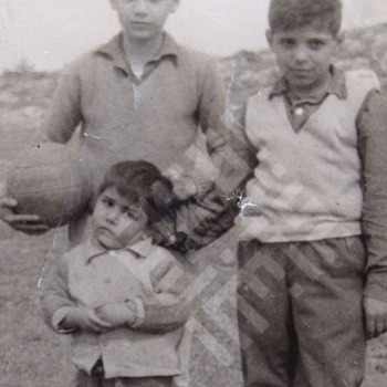 Itani_Abed_Itani_as_oldest_brother_with_brothers_Moustafa_and_Zouhair-wm.jpg