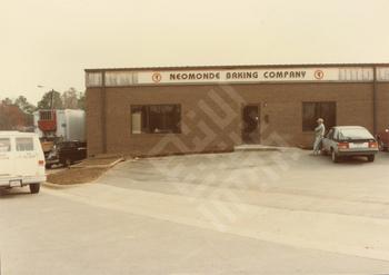 saleh_neomonde baking co exterior c 1980s_wm.jpg