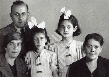 bracewell-houda and family-wm.jpg
